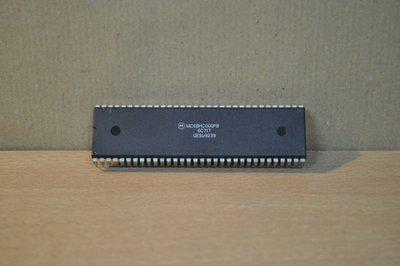 MC68HC000P8 Motorola 64-pin plastic DIP micro-processor